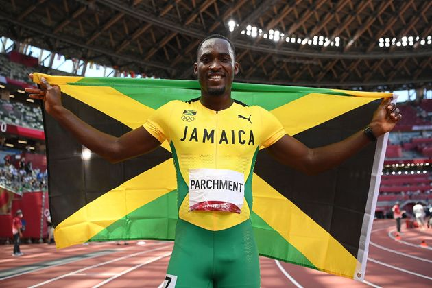 男子110メートルハードルで金メダルを獲得した、ハンスル・パーチメント選手(2021年8月5日)