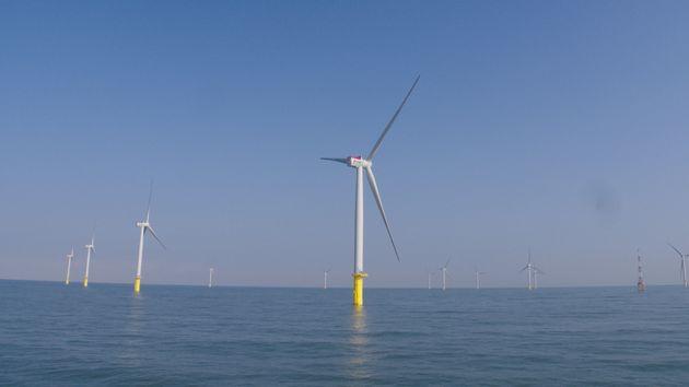 日本でも事業者の公募が始まる「着床式」洋上風力発電所(写真は台湾)[JERA提供]
