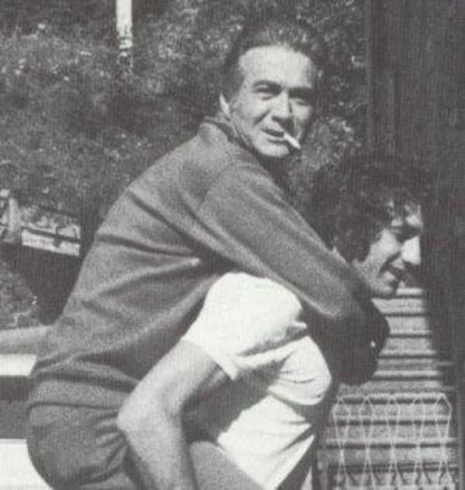 Tommaso Maestrelli sulle spalle di Giorgio Chinaglia in una immagine tratta dal profilo Facebook di Giorgio...