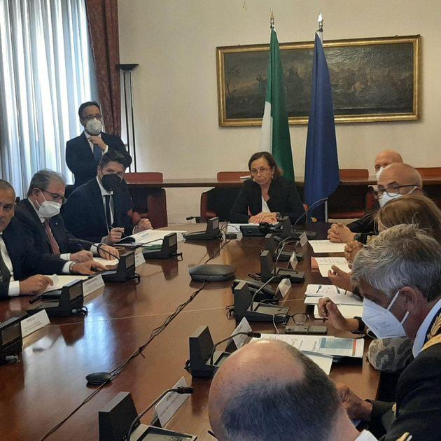 Il ministro dell'Interno, Luciana Lamorgese, presiede in Prefettura il Comitato nazionale per l'ordine e la sicurezza pubblica (Cnosp), Palermo, 15 agosto 2021. ANSA/ RUGGERO FARKAS