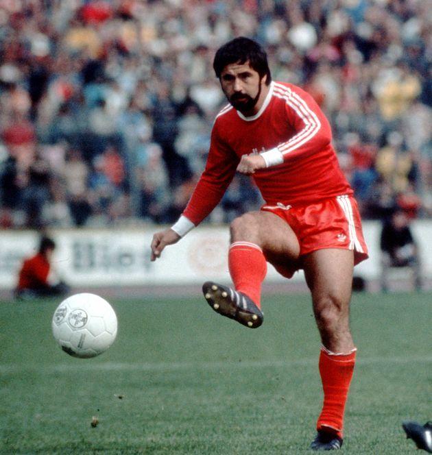 C'est surtout sous le maillot rouge du Bayern Munich que Gerd Müller a écrit sa légende, et celle de...