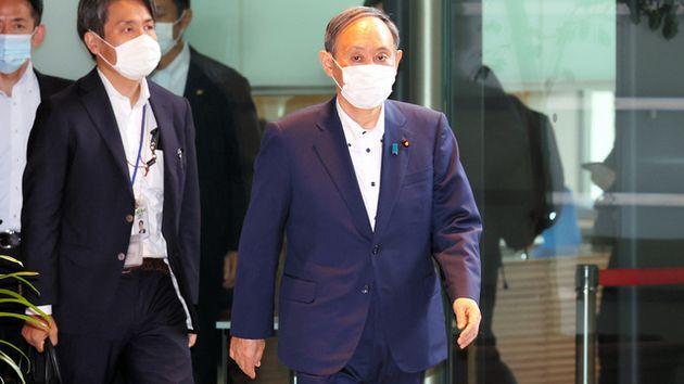 首相官邸に入る菅義偉首相=2021年8月16日午前10時5分、上田幸一撮影