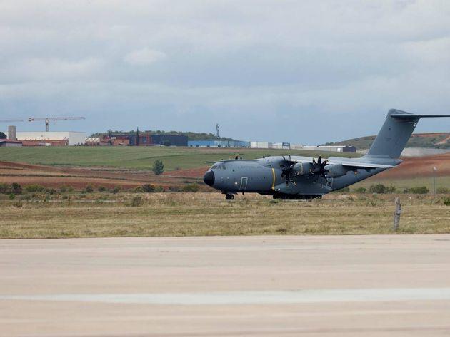 Imagen de archivo de un avión militar en