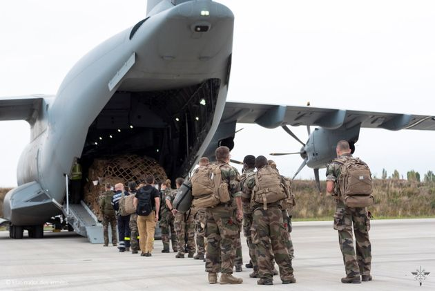 French army members board a French Air Force Airbus A400M ATLAS ahead of an operation to evacuate several dozen French citizens from Afghanistan, as Western nations scramble to repatriate their citizens after the Taliban took control of Kabul, at Bricy Air Base, Orleans, France, August 16, 2021. Etat-major des Armees/Handout via REUTERS THIS IMAGE HAS BEEN SUPPLIED BY A THIRD PARTY. MANDATORY CREDIT. NO RESALES. NO ARCHIVES