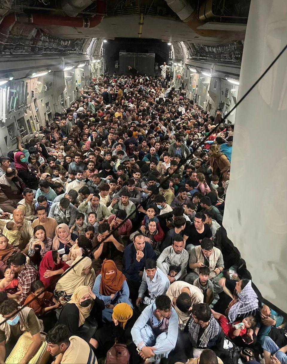 Evacuees crowd the interior of a U.S. Air Force C-17 Globemaster III transport