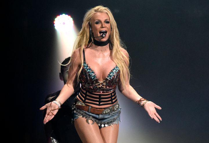 Britney Spears en una actuación para Now! 99.7 en 2016 en San Jose (California, EEUU).