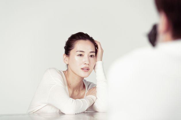 """綾瀬はるかさん、 """"懐かしの名CM""""をリメイク。10年以上前から変わらぬ美肌に驚き"""