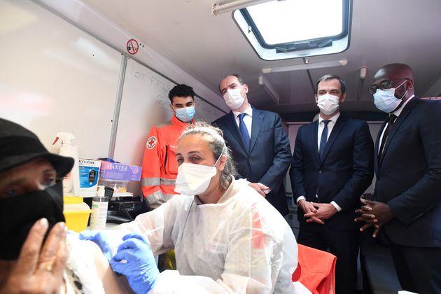 Si Olivier Véran évite de parle d'immunité collective, concept érodé par le variant Delta, il vaccine...