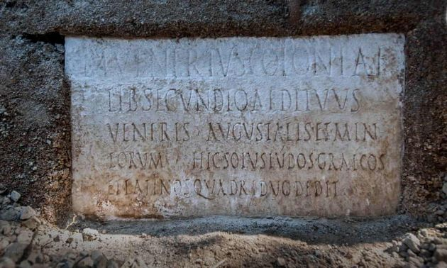 Plaque en marbre qui a permis l'identification de Marcus Venerius