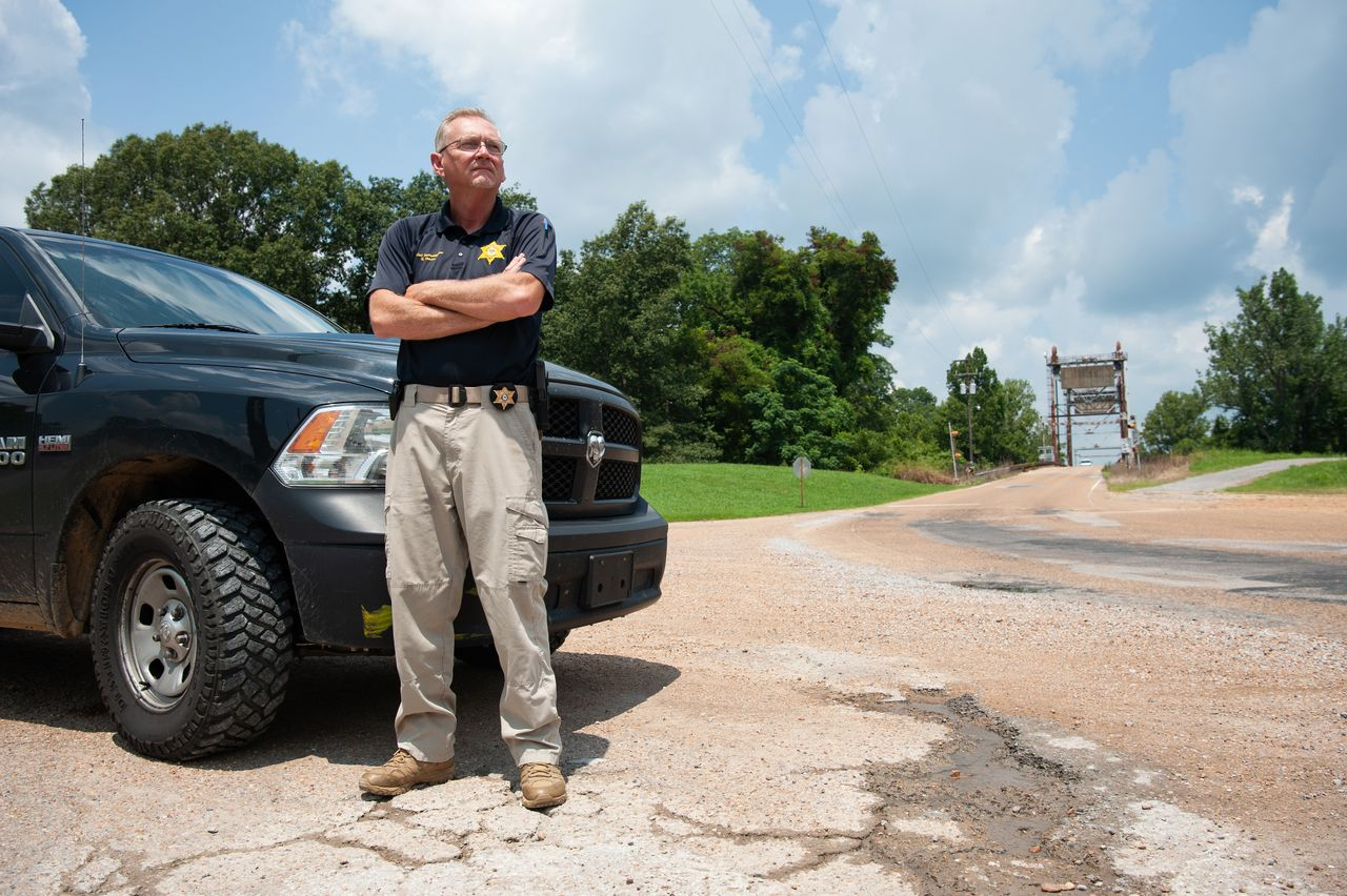 Terry Gann, chief investigator for the Yazoo County Sheriff's Department, with the truck he used to rescue gas victims in Satartia. <br><strong>Rory Doyle for HuffPost</strong>