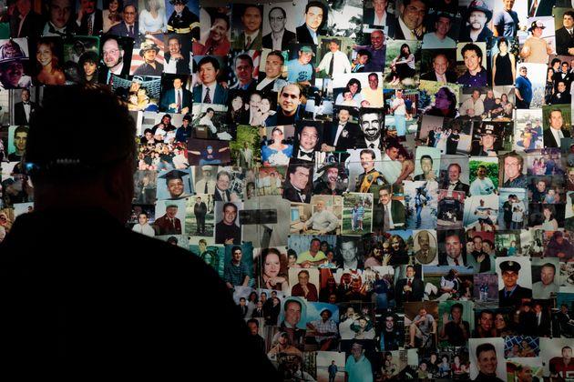 追悼博物館にはテロ事件の犠牲者たちの写真が展示されている(ニューヨーク、2017年6月)