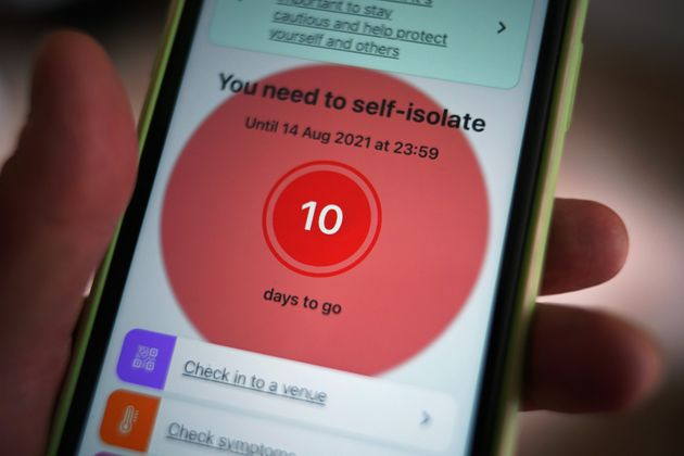 A message to self-isolate is displayed on the NHS coronavirus contact tracing app on a mobile