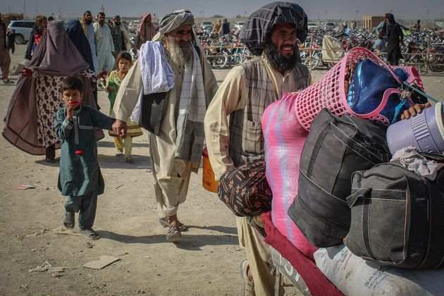 TOPSHOT - Afghan nationals arrive at the Pakistan-Afghanistan border crossing point in Chaman on August 19, 2021 to return back to Afghanistan. (Photo by - / AFP) (Photo by -/AFP via Getty Images)