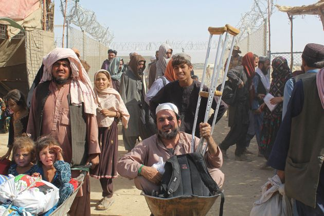 Afghan nationals arrive into Pakistan after crossing the Pakistan-Afghanistan border crossing point in Chaman on August 20, 2021. (Photo by - / AFP) (Photo by -/AFP via Getty Images)