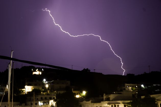 Εκτακτο δελτίο επιδείνωσης του καιρού με καταιγίδες και ισχυρούς