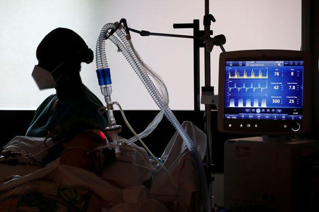Une unité de soins intensifs au Centre Cardiologique du Nord à Saint-Denis près de