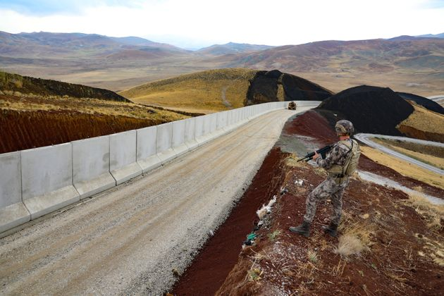 Greece and Turkey are building a wall to prevent the arrival of refugees ...