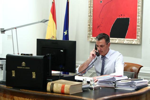 Pedro Sánchez conversa con Joe Biden desde La