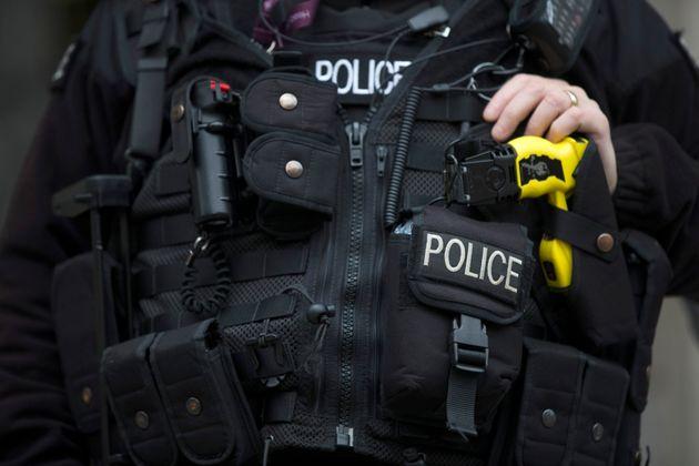 L'IOPC, équivalent britannique de l'IGPN, s'inquiète de l'usage disproportionné de tasers par la police...
