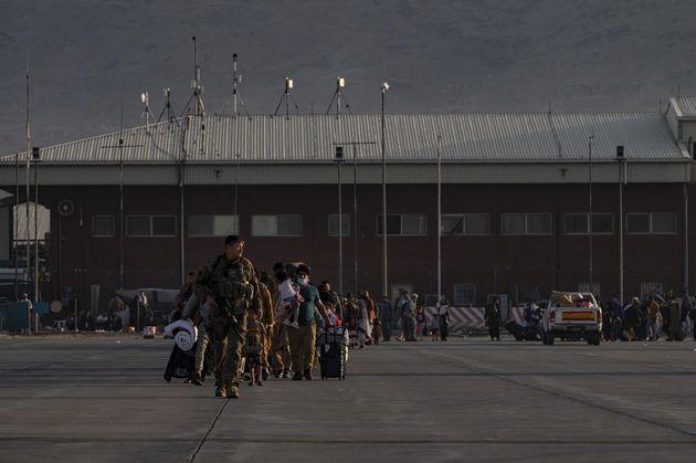 Trabajos de evacuación de Estados Unidos en el aeropuerto de