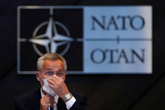 Jens Stoltenberg, durante una reunión sobre Afganistán, en el cuartel general de la OTAN,...