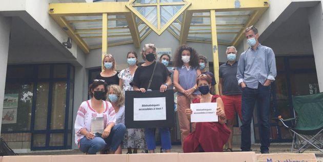 Des agents des bibliothèques en grève le lundi 23 août, devant la médiathèque...