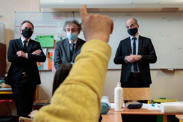 Le ministre de l'Éducation Jean-Michel Blanquer lors de la visite d'une école à Paris, le 11 mai 2020....