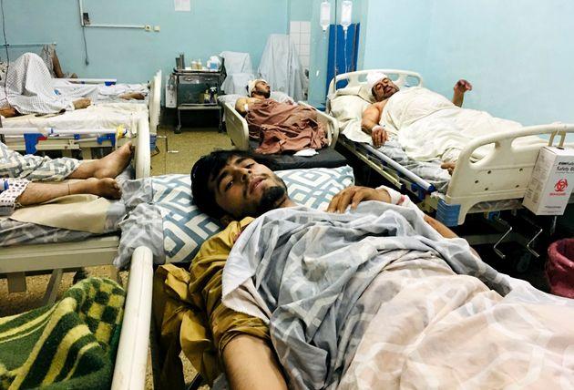 Decenas de heridos en la explosión de Kabul, en un hospital de la