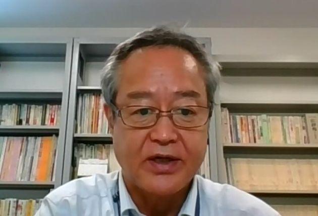 オンラインで取材に応じる近畿大学の北口末広教授