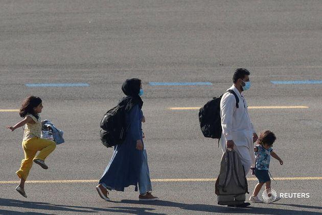 Una familia afgana, a su llegada a