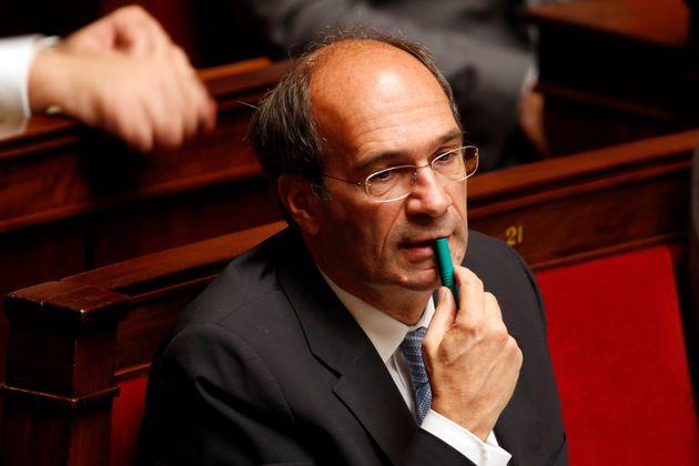 El diputado del partido UMP francés Eric Woerth asiste a las preguntas de la sesión de gobierno en la Asamblea Nacional ...