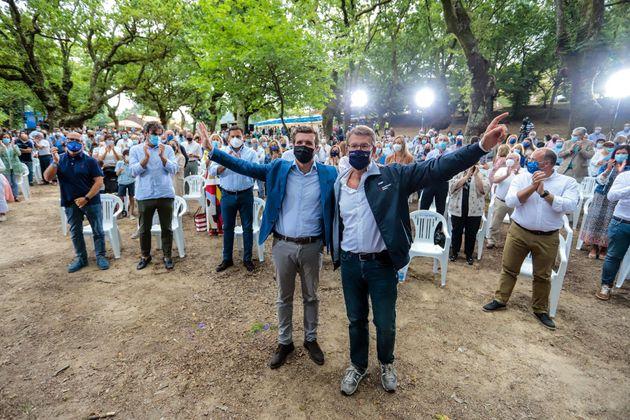 El presidente del PPdeG, Alberto Núñez Feijóo, y el presidente nacional del PP, Pablo Casado, durante...