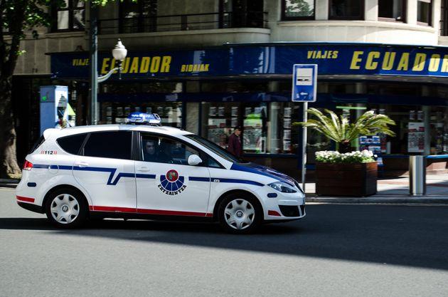 Un coche patrulla de laErtzaintza, en una imagen de