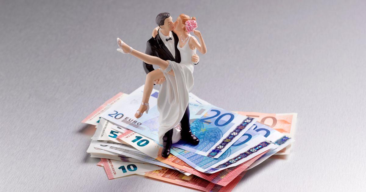 Image Una pareja enfurece a internet por lo que enviaron a quienes no fueron a su boda