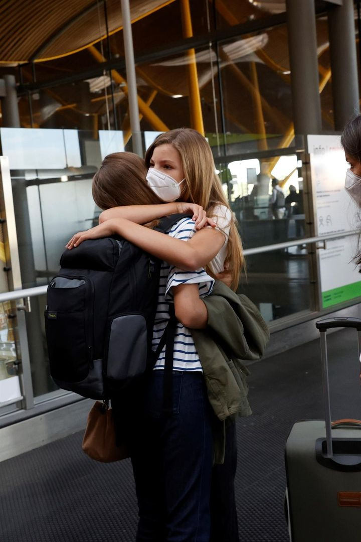 El abrazo de Leonor y Sofía
