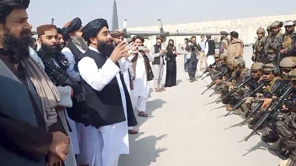 Taliban spokesman Zabihullah Mujahid speaks to Badri 313 military unit at Kabul's