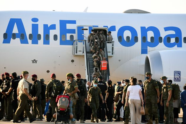 Members of Spanish forces disembark from a plane with evacuees from Afghanistan at Torrejon Military Air Base in Madrid, Spain on 27th August, 2021. Spain has received more than 1,900 people from Afghanistan since the air lifts began. Among the passengers of the last aircraft are 82 Spanish soldiers, four Portuguese soldiers and 85 Afghans. (Photo by Juan Carlos Lucas/NurPhoto via Getty Images)