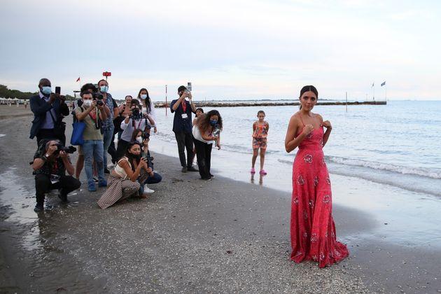 Η ηθοποιός Σερένα Ρόσι, παρουσιάστρια της τελετής έναρξης του 78ου Διεθνούς Φεστιβάλ Κινηματογράφου της