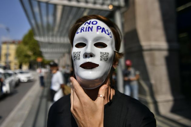 TURIN, ITALY - SEPTEMBER 1: A No Green Pass protester holds a white protest mask during a protest against Covid-19 certification near of the Porta Nuova Station on September 1, 2021 in Turin, Italy. Italy imposes the obligation to have a Green Pass for the use of means of transport such as buses, trains, airplanes and ferries from 1 September. Italy's so-called Green Pass has been extended as of September 1 to transport and education sectors. (Photo by Stefano Guidi/Getty Images)