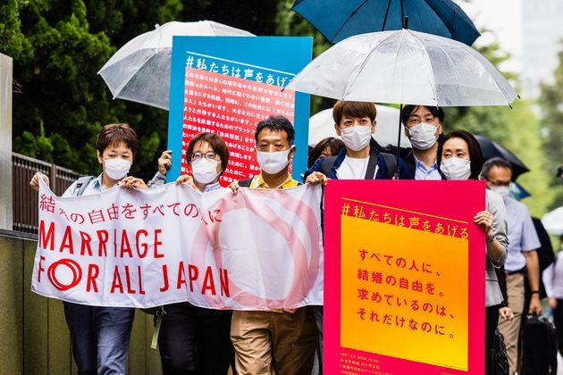 入廷する「結婚の自由をすべての人に」第二次東京訴訟の原告ら=2021年9月2日撮影