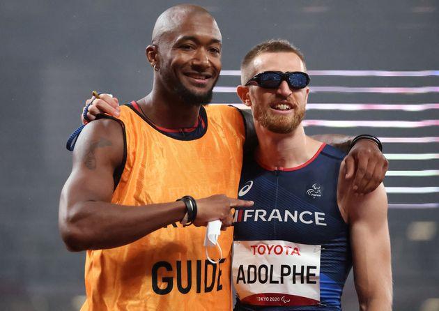 Timothee Adolphe et son guide Bruno Naprix aux Jeux paralympiques de Tokyo le 2 septembre 2021 après...