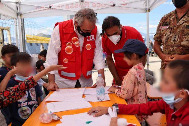 Francesco Rocca, Presidente della Croce Rossa Italiana e della Federazione Internazionale delle Società di Croce Rossa e Mezzaluna Rossa (IFRC), in visita all'Hub di Avezzano