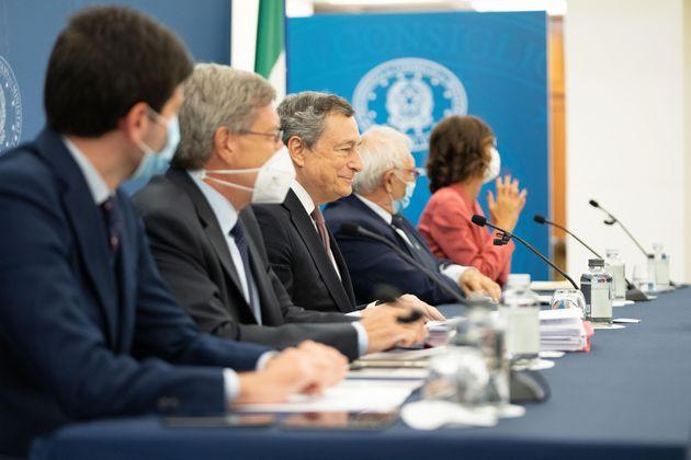 Il premier Mario Draghi durante la conferenza stampa al termine del Consiglio dei ministri, Roma, 2 settembre 2021. ANSA/Filippo Attili - Uff stampa Palazzo Chigi +NO SALES - EDITORIAL USE ONLY+
