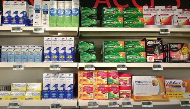 Médicaments dans une pharmacie à Simiane-Collongue dans les Bouches du Rhône, le 27 février 2015. (Photo...