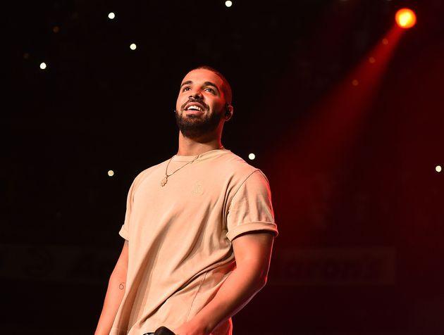 Drake, ici en 2015, répond en chanson aux attaques de son rival, Kanye