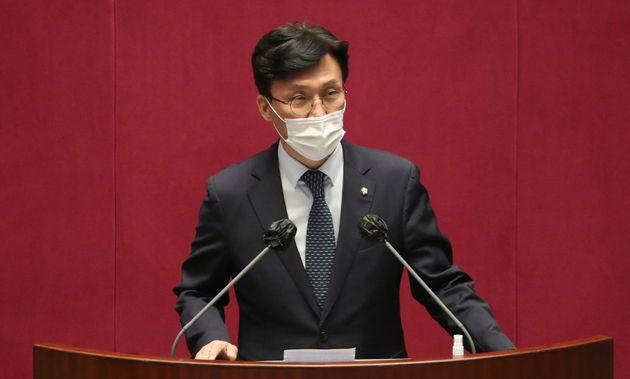 24일 서울 여의도 국회에서 열린 본회의에서 보건복지위원회 위원장으로 선출된 김민석 더불어민주당 의원이 인사말을 하고 있다.