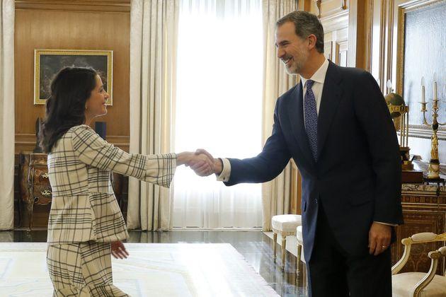 Inés Arrimadas, con Felipe VI en la
