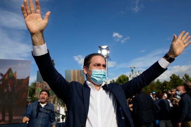 Teodoro García Egea, levantando los