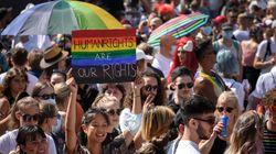 同性婚を求める2万人のデモ。国民投票を控えたスイスで「結婚をすべての人に」と訴える【画像集】