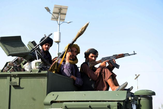 Milicianos talibán en